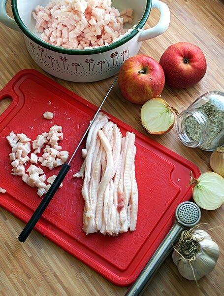 DOMOWY SMALEC - taki jak babcia wytapiała; taki ze słoninki ze skwarkami; cudownie pachnący; z dodatkiem cebuli i winnych jabłek. ...