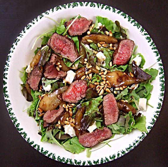 Warme peer salade met Gorgonzola en biefstuk - Nombelina's Foodblog