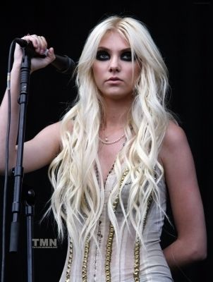 August 22:V Festival(Day 2)-Weston Park,England - taylor-momsen