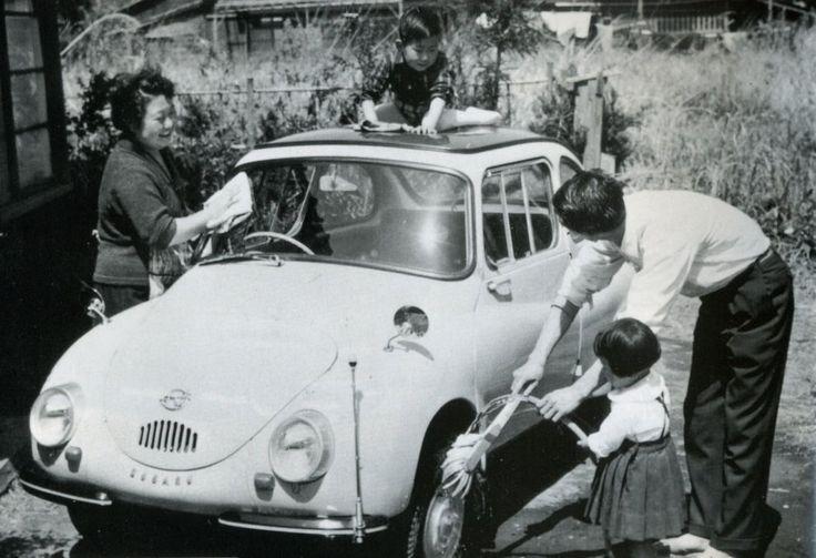 一家総動員で洗車。
