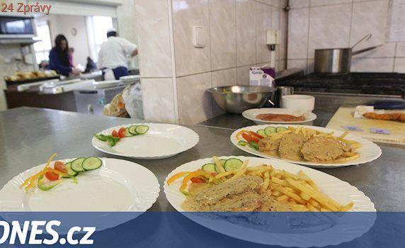 Pečovatelka si nechávala peníze za obědy, zpronevěřila desetitisíce