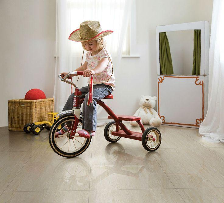 Disfruta  de la mejor fiesta, ver  jugar a tu hijo y divertirte en tu sala sin preocupaciones usando pisos Brillo resistentes, conoce más aquí