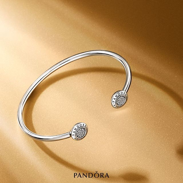 Soon in stores! With its high shine polish and circular fields of sparkling stones, this open bangle offers a contemporary spin on classic elegance. Wear it as a simple statement piece or layer it with other bracelets and bangles for a bolder expression. Soon in store! #PANDORA #PANDORAbracelet #AW16