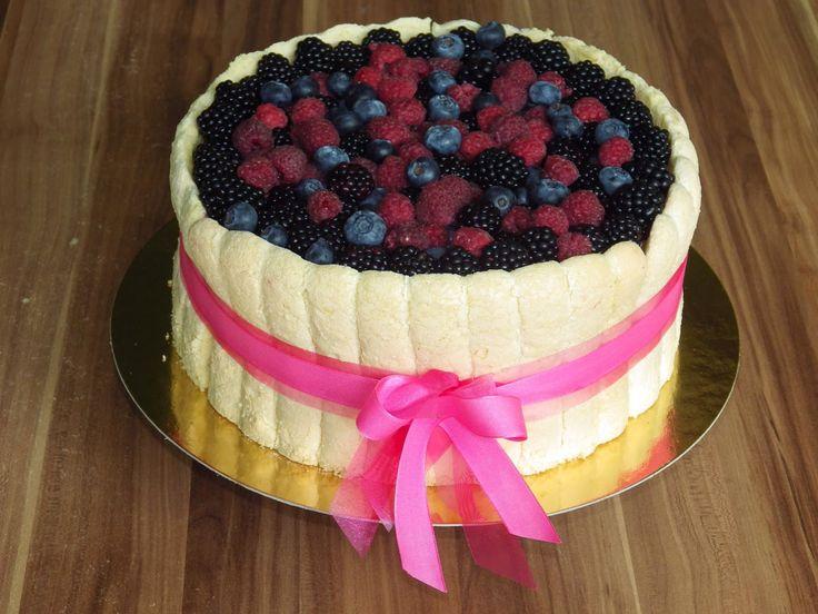 Mindig nagyon örülök neki, mikor egy nagyobb, jelentőségteljesebb esemény tortáját bízzák rám. A szóban forgó esküvő, és a torták határozo...