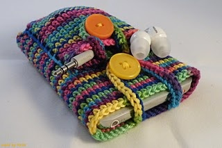 Crochet Ipod case- I like the idea of a pocket for the headphones....  Going to do this for my camera- like the pocket for wires/batteries/spare memory card.