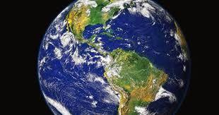 A distancia do sol é 149.600.000 .O diâmetro é de 12.756,3 Km, temperatura é de 15°C . Curiosidades ,apresenta vida inteligente é um pouco maior que vênus ,possui um campo magnético e possui um único satélite (a lua )