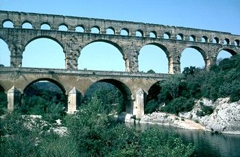 Kidipede: Roman Aquaducts (plus lots of other links to information on this site about Rome)