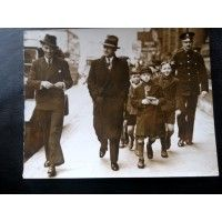 Don Bradman and Jack Fingleton strolling in London in 1938