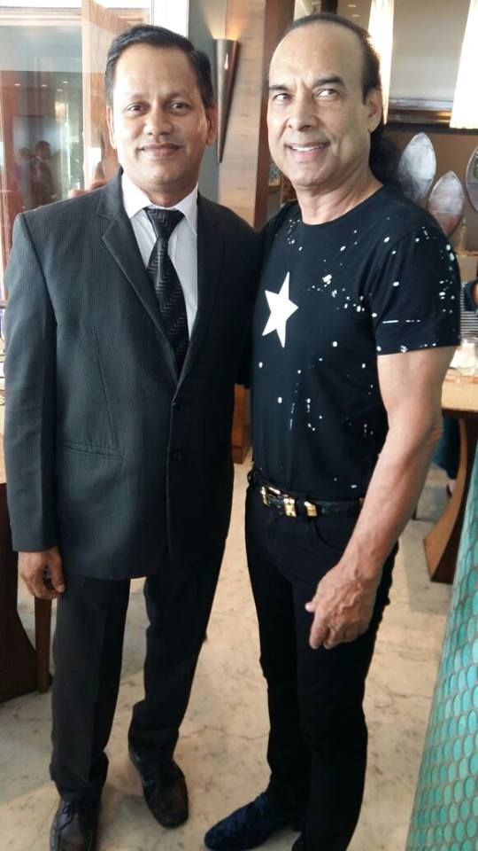 On the onset of #YogaDay, We had the pleasure of International yog guru Bikram Choudhury at Aqua our 24 hour coffee shop.  Seen here with the manager.