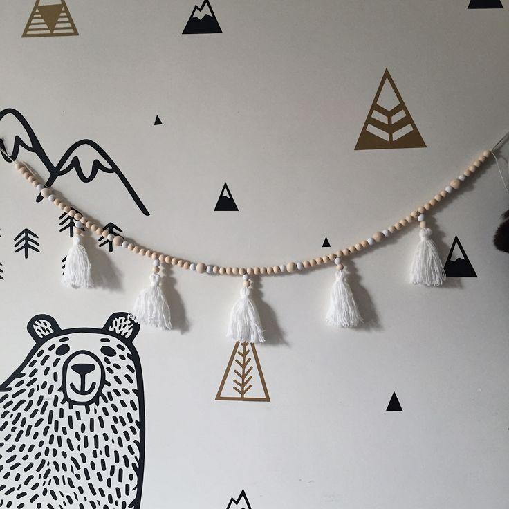 Guirlande de perles en bois&pompons laine, guirlande décorative, Boho, Tassel garland, déco Sandinave