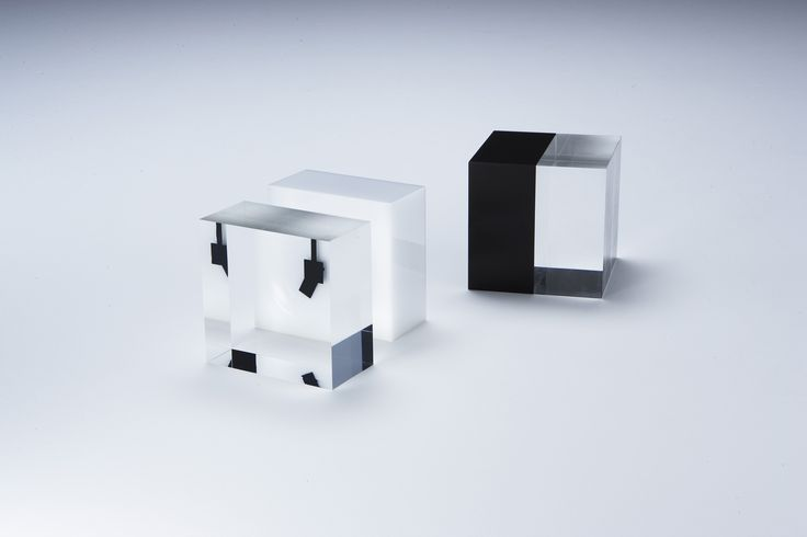 「ACRILIC CUBE」 http://db-shop.jp/products/detail.php?product_id=126