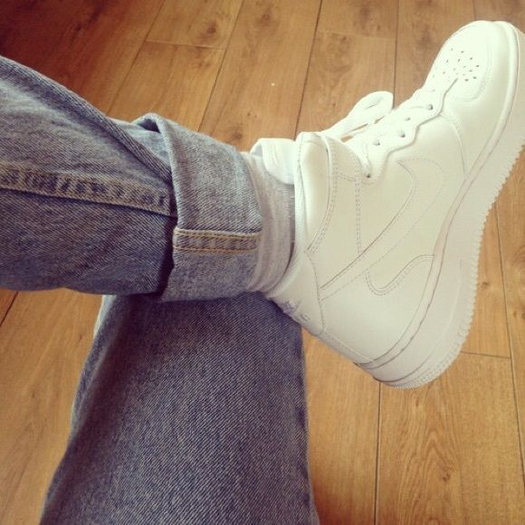 White Nike high top sneakers vintage old school Vintage old school. Nike. Sneakers. Rare. Size 5. EUC Nike Shoes Athletic Shoes