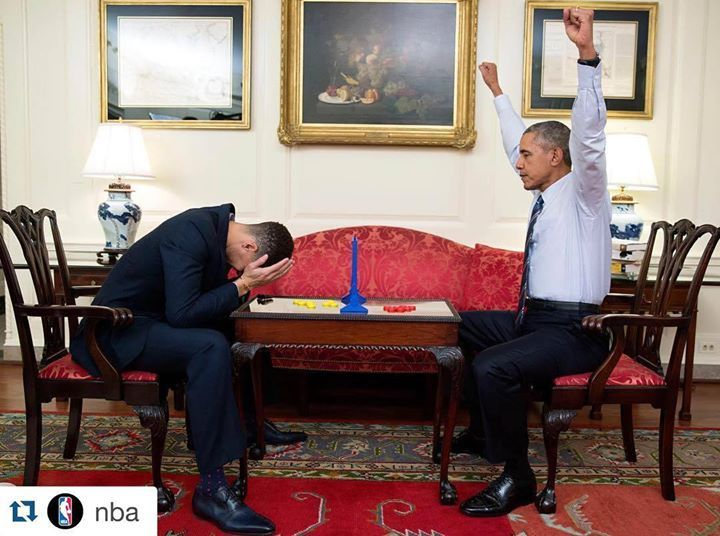 President Obama wins over Stephen Curry in the game of Connect Four