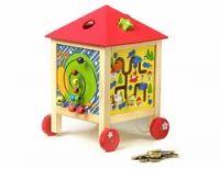 Dům aktivit  Kombinace různých druhu motorických labyrintů, skládaček a počítadla. Se snímatelnou střechou a kolečky se stává mobilním hracím boxem. Procvičuje jemnou motoriku a představivost pro tvary a barvy.  vodné i pro nejmenší děti  matriál : dřevo, kov  29x43 cm
