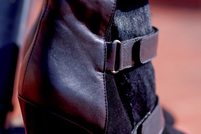 Botines de cuña con tiras de velcro ALEXIS | #AllNewArrivals #Shoes #MidHeels #Boots #STREETFASHION #Wedges #BLACKANDWHITE #jessicabuurman @Jessica Buurman @withorwithoutshoes