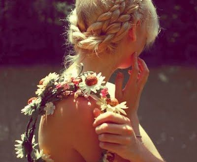 midsommar is fast approaching!!! can'y wait to make my flower crown!!!!