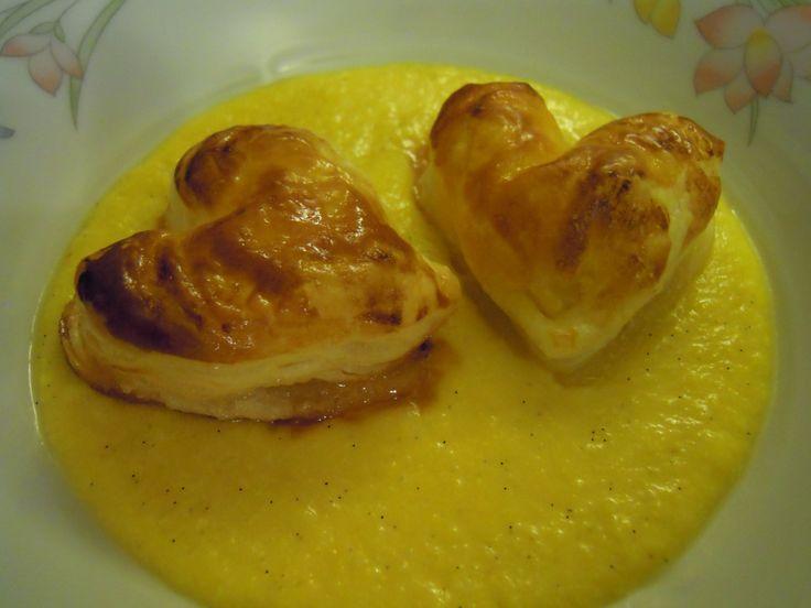 Cuori di mela con Salsa calda alla vaniglia