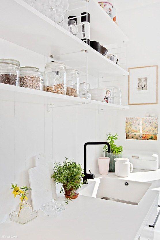 pisos luminosos pisos diáfanos decoración estilo nórdico escandinavo estanterías string encimeras de corian decoración pisos pequeños decora...