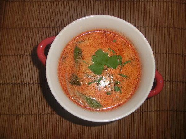 Thajská polévka - červené curry a kokosové mléko