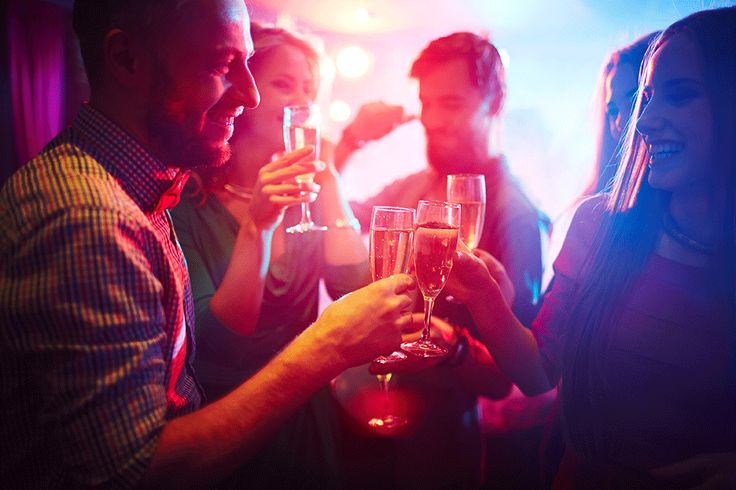 Just engaged? Wondering whether to throw an engagement party to get the celebrations started? SmartGroom has all you need to know... #engagementparty #justengaged #proposal