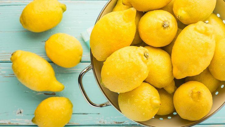 Jos kärsit migreenistä, kokeile tuoreesta sitruunasta puristettua mehua, suolaa ja vettä.  Copyright: Shutterstock. Kuva: el lobo .