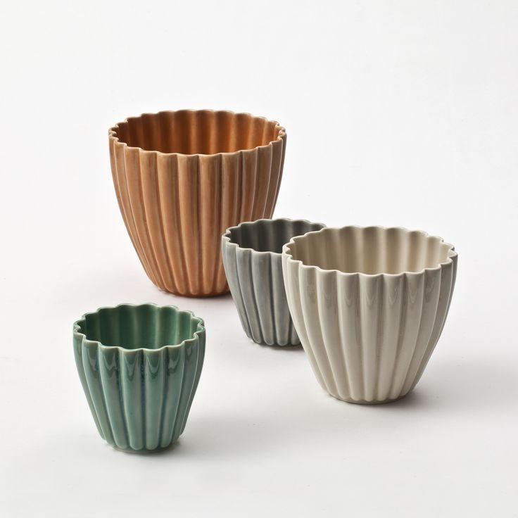 Hanne Bertelsen (DE) #ceramist #potter #turner #custommadeobjects #decorativeobjects #uniquepieces #lamps #lights #customizedlampshades #tableware #vases #jars #pots #bowls #porcelain #china #ceramic #terracotta #crafts #decoration #interiordesign #tableware