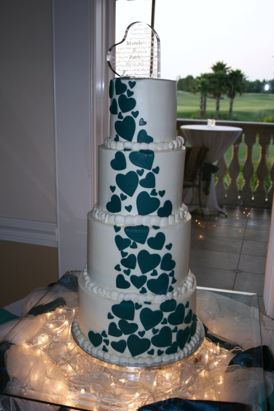 Fun wedding cake idea...although i would never want to do one this big!