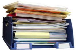 How To: 4 Steps to Less Paper Clutter - what items (paper) you need to keep and what you can toss