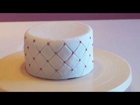 Cake design : Tutoriel effet matelassé pâte à sucre - YouTube