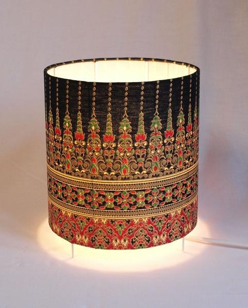 Nils-boutique.com !     Lampe de chevet  20 x 20 cm (diamètre x hauteur)  FABRICATION FRANÇAISE    Confectionnée à partir du tissus au mètre    chaque luminaire est une pièce