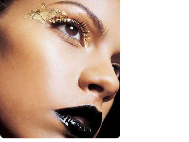 On dark skinned model