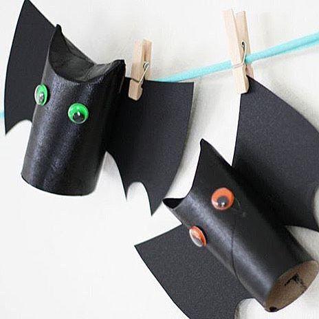 || H a ll o W e e n  Fina @kreativakarin visar enkelt halloweenpyssel.  En toarulle dekortejp eller svart papper runt om och ögon  Klart ✅ #barnrumsinspo #barnrum #halloween #diy #barndiy
