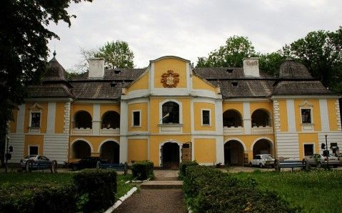 Discover Ukraine : Places : Western : Mukachevo : Pereni Palace - Ukraine Travel Guide