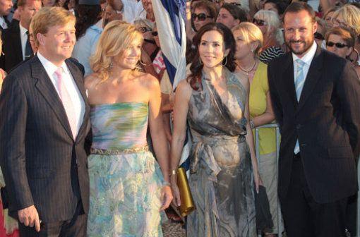 Kronprinzessin Mary von Dänemark und Kronprinz Haakon von Norwegen kamen gerne nach Griechenland um das Brautpaar zu bestaunen