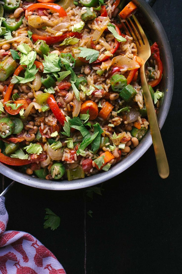 This easy Vegetable Jambalaya has amazing flavor with a bit of spice. Tips for creating satisfying vegetarian dishes make all the difference! This is a family favorite ! | @tasteLUVnourish | Vegetarian | Vegan | Gluten-Free