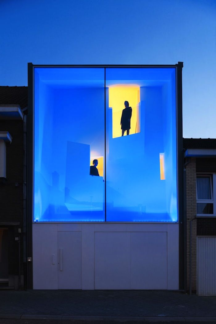Architect Bassam El Okeily designed a modern house that lights up in different colors at night. More on ignant.de...