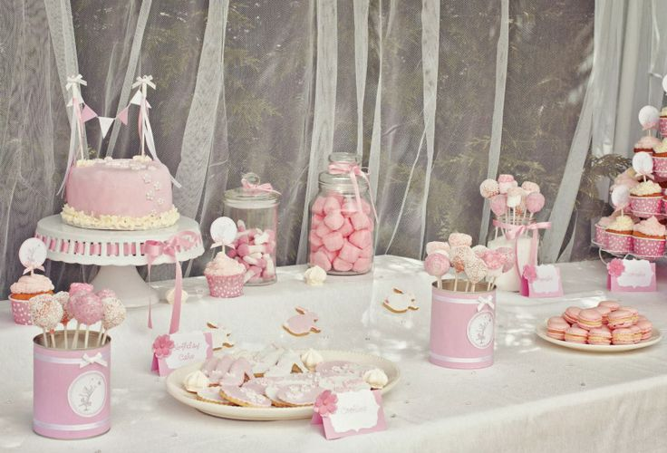 Idée anniversaire fille décoration table  bonbons sucreries présentations - Baby Girl Bday Inspiration - Sweets Pink and White theme