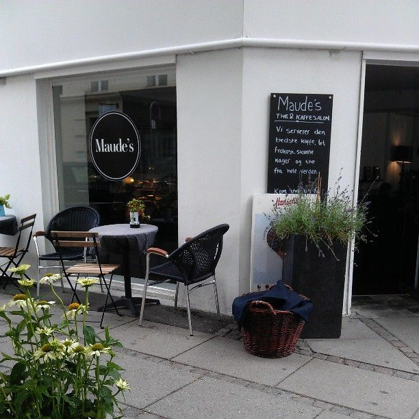 Maude's salon - cake, coffee and food