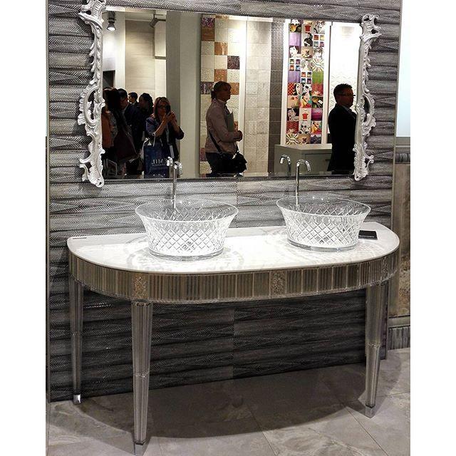 Один из ярких примеров #тренд2015 #коллаборация Bianchini&Capponi #мебельдляванной и Aparici #плитка #керамика #Cersaie2015 #BolognaFiera #bologna #вседляванной #дизайнинтерьера #дизайн #яркийдизайн #потомучтокрасиво