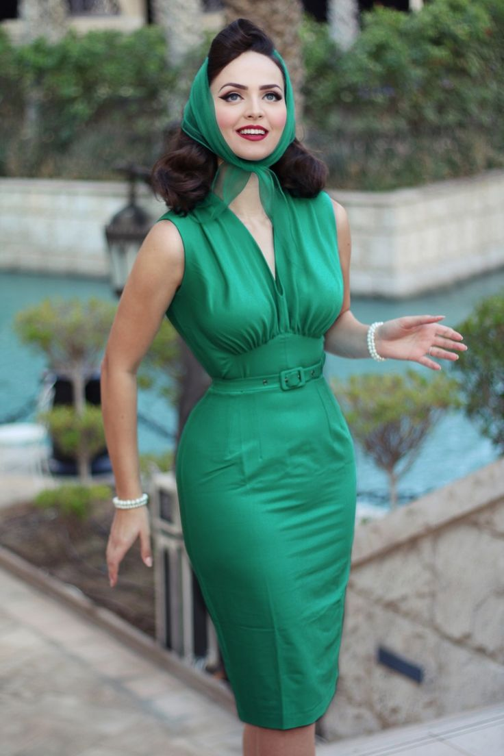 This 50s Loretta Pencil Dress makes you feel like a real woman!Oh la la, this beauty has everything in it to make you look sexy yet classy; V-neckline, pleated cups which run into wide shoulder straps and a belt to accentuate your waist perfectly for a feminine silhouette. Made from a sea green cotton blend with a light stretch for a curve-hugging fit. Loretta will become your new BFF!    Pencil style Pleated cups Wide pleated shoulder straps Detachable fabric belt Lined top Sexy sli...