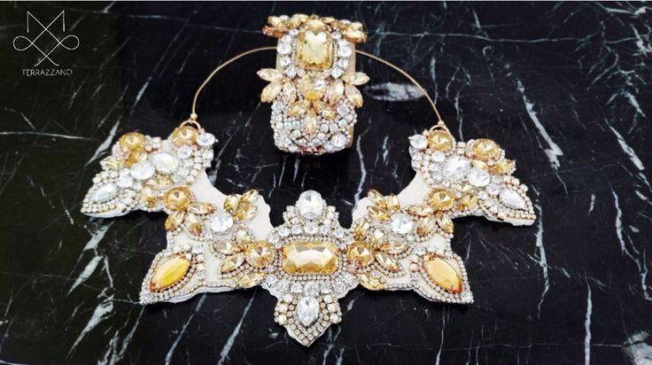 Collezione accessory donna 2015_2016 TERRAZZANO Collana e bracciale manetta in pelle(cuoio romano) ,e cristalli . Info(saeiva@hotmail.it)