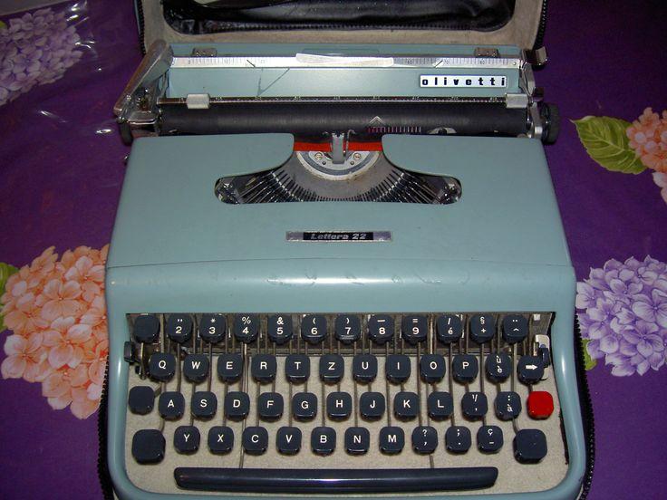 Machine à écrire portable Olivetti Lettera 22 collection