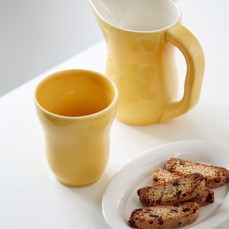 The mugs are perfect everyday mugs and can serve as a breath of fresh air on the table for many spring gatherings, as the fresh, tender colours are reminiscent of sunny spring days with the first small snowdrops and anemones in forest clearings.