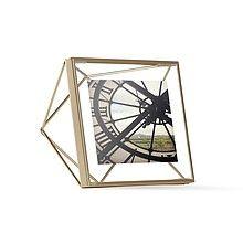 Prisma 10x10cm Ramka Na Zdjęcia Metalowa<br />Ramka na zdjęcia Prisma marki Umbra przypomina kształtem bryłę geometryczną przez co umieszczone w...
