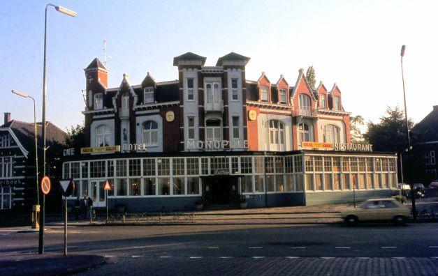 Hotel Monopole op het Stationsplein.