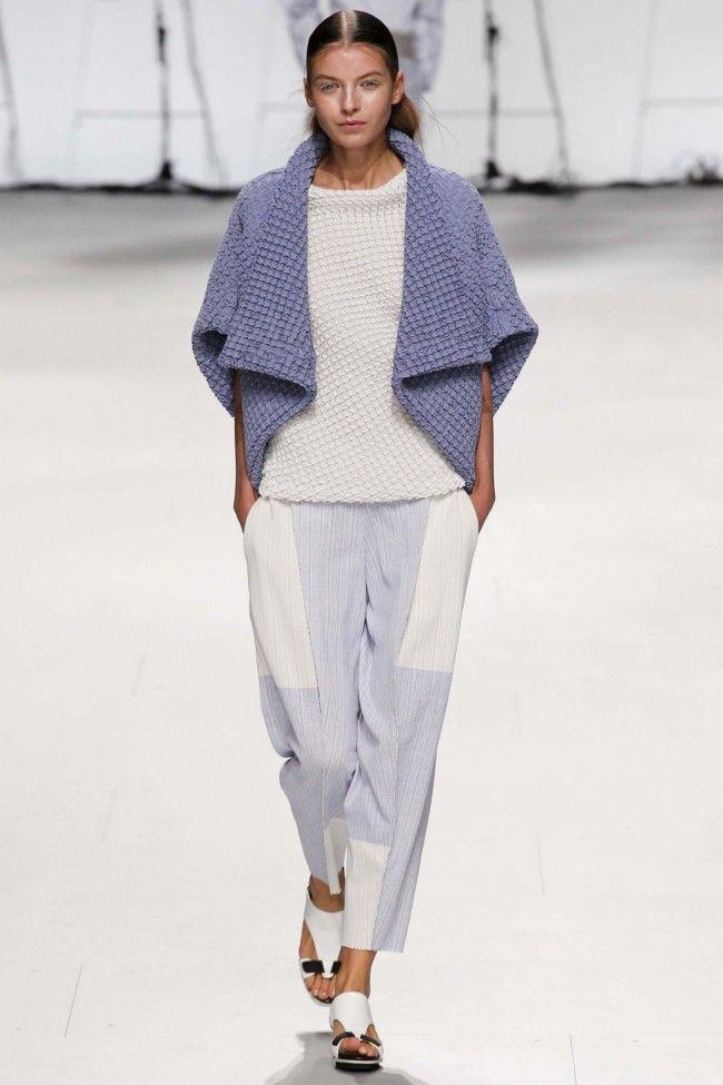 Issey Miyake ready-to-wear spring/summer '15 gallery - Vogue Australia