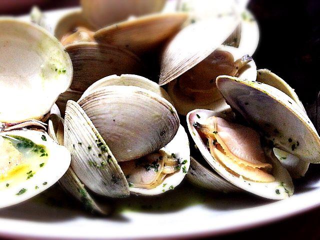懐かしい見っけ!! 白はまぐり、大江戸あさり、なんてあだ名もある。 外国からタンカーにくっ付いて日本にやって来た…ようこそ。 とても美味しい貝なんです EBだけで蒸したなら、貝も旨いしスープも旨いし - 39件のもぐもぐ - ホンビノス貝&ムール貝 EB蒸し by tata3