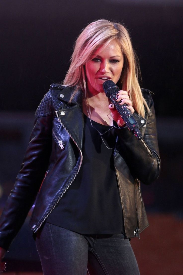Certainly one of the best news before Christmas: From today, 5 December, a new piece of cream of Helene Fischer available for purchase..........................READ MORE