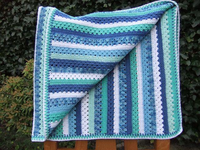 nog een foto van het blauw/groene babydekentje, te koop op www.liefhandwerk.nl