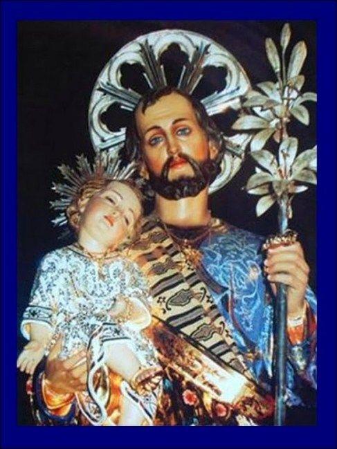 Oh Poderoso San José, tú, quien a nuestro Señor Jesucristo enseñaste el oficio de carpintería, dándolo todo de ti, humildemente para que Él lo aprendiese correctamente, Escucha con esa misma bondad, la súplica ferviente que hoy vengo a hacerte. San José Amado, tu, que desde siempre, con tus conocimientos y habilidades Has ayudado a todos …